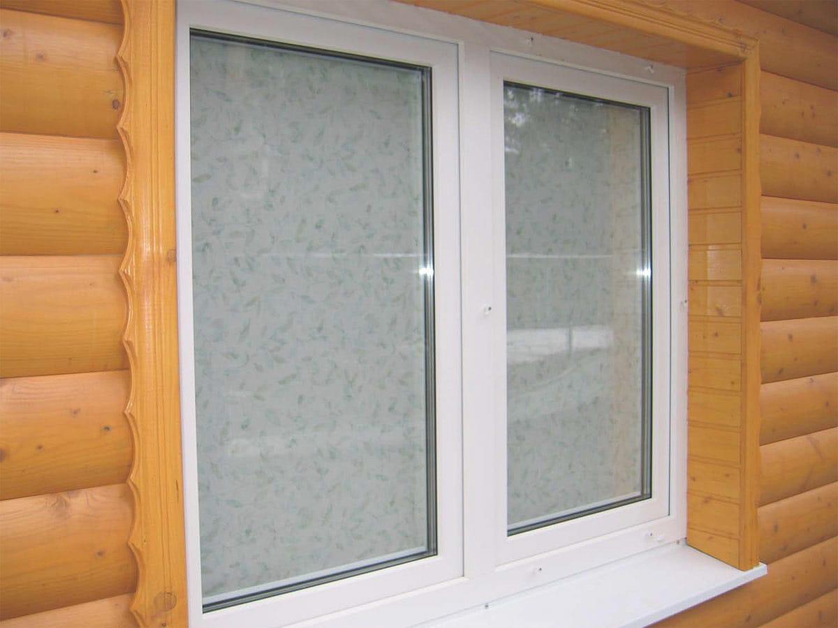 изображение окна летние в деревянном доме