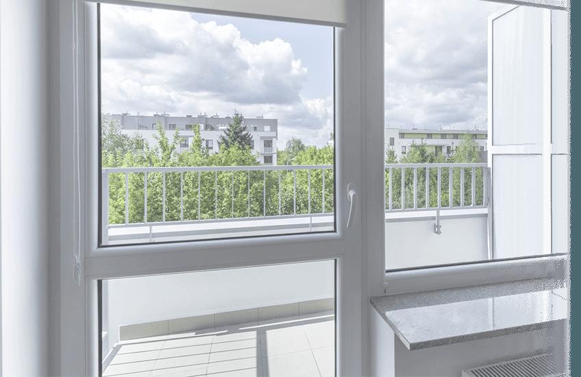 изображение окна с балконным блоком