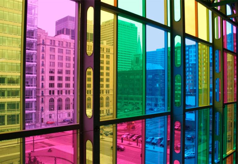 картинка окна с цветными стеклами